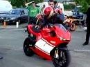 Gänsehaut - viel geiler geht Vierzylinder nicht - Ducati Desmosedici und auf TüV ist geschissen