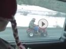 Geile Nummer: Schneeräumer mit Motorrad Motor Tiefflug Winterdienst