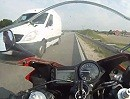 Geisterfahrer auf der Bundesstraße. Überholen trotz Gegenverkehr