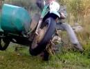Gespann Wheelie Crash: Steht der Kameraman dumm, hauts ihn halt beim Filmen um!