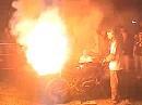 Gib an der Kordel richtig Zunder, dann brennt der ganze Plunder - heiße Streetfighter Party :-)