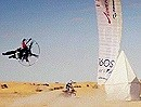 "Gleitschirm vs. Motocross: ""Tunisian duel : ride the desert"" Irre cool"