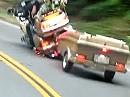 Japanisches Blechsofa MIT Anhänger lässt es fliegen *rofl*