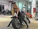 Playboy Bunny und Harley Chopper