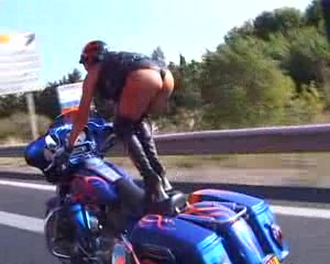 Frau motorrad fette auf Dicke Fette