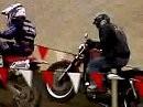 Harley Sportster beim crossen - ein Eisenhaufen lernt das fliegen