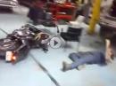 Harley Crash: Vollgas raus, Vollgas rein - ein Superheld *rofl*