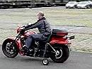 Harley Davidson Night-Rod mit Stützrädern für Menschen mit Behinderung/Handicap.