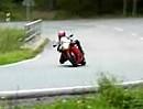 Aprilia RS250 auf dem Knie im Gebirge