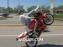 High Chair Gangster Wheelie auf der Öffentlichen - drauf hat er es ja ...