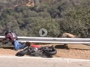 Hinten gebremst, Highsider, böse in die Leitplanke - Motorrad Crash Snake