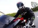 Honda CBR 1000RR Fireblade Spielchen: Renne vs. Straße