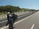 Honda CBR600RR beim Spielen. Auf dem Highway ist die Hölle los