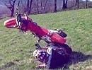 Honda CR125 Crash - Ein Stoppie im Gelände ist die hohe Schule, wenns klappt