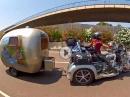 Honda Goldwing mit Wohnwagen - Blechsofa auf Urlaubstrip