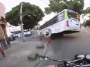 Horror Crash Buss: Vom eigenem Motorrad gerettet - Fahrer OK!