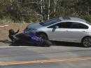 Horror Motorrad Crash: In Gegenverkehr unters Auto - KEINE Verletzte