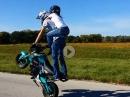 Huckepack Wheelie - wenn die Freundin extrem klammert