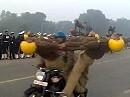 Indische Motorradspiele - so geht Stunting auf Indisch