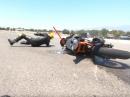 Innen reingestochen, Crash, Benzin läuft aus - KTM RC390 vs Yamaha YZF R25