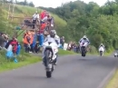 Irische Flugshow - Armoy Race of Legends - Attacke auf dem Hinterrad