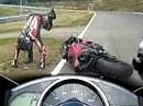 Verliebt ins Motorrad: Specktakulärer Highsider inklusiver rauchende Stiefel! in Brünn
