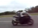 Knallgas: Autobahn blasen - Reifen eckig, aber Spaß auf den Backen