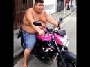 """""""Kräftiger"""" Soundcheck - als hätte es das Motorrad nicht schon schwer genug"""