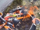 "KTM 690 ""on Fire"" - Kurve, Crash, Feuer ..."