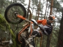 KTM Freeride like Bergziege. Geile Slow-Mo mit Lisa N Paul Bolton