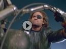 Kult: 'Escape from L.A.' mit Kurt Russel alias Snake Plissken - Motorradstunt