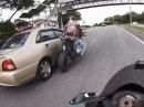 Kurve ausgegangen? Eingeschlafen? Beinah Crash Kawasaki Z800 in Auto