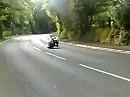 Langsam heißt die Devise, wenn die Strecke nicht einsehbar ist. Isle of Man, Gorse Lea