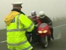 Laser Polizeikontrolle:  Der dümmste Platz der Welt um sich aufs Maul zu hauen!