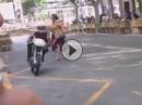 Lebensgefährlich: Frau rennt über Rennstrecke - DA machtst Du nix!