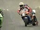 Abartig Motorrad Lenkerschlagen / Kickback - perfekt reagiert - weiterballern!