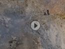 Man fällt nur einmal! Chalt, Pakistan: Lebensgefährlich. Extrem Motorrafahren