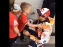 Das ist Gross! Marc Marquez #93 und sein kleinster, goldiger Fan (siehe Schluß)