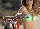 Maria Anaya Pin-Up - Motocross für die Augen - Hammer Frau