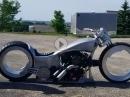 Mega. Harley Custom, Hubless Wheels und absenkbares Fahrwerk