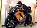Mega makaber? Toter einbalsamiert und auf sein Motorrad gesetzt.