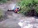 Rivercrossing: Menschlinge müssen übers Wasser springen oder mit Gas durch. Nur der liebe Gott kann drüber laufen ;-)