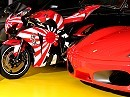 Metisse 1000RR Pacific Edition trifft auf eine Horde Ferraris