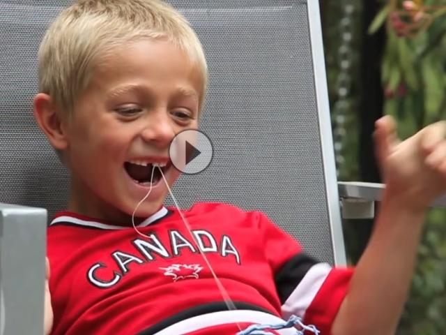 Minibike vs. Milchzahn - Kinder spielen Zahnarzt *rofl* mit Slow Motion cool