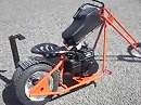 Minichopper Custombike für den schmalen Geldbeutel, mach allerdings vor der Disse nicht soviel her.