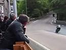TT 2011 Isle of Man Bray Hill: Mit Vollgas durch Ort!! Eier zusammenkneifen und durch