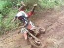 Motocross Abflug: Ein Schlammbad macht ne zarte Haut