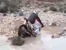 Motocross Crash: Wasser im Vergaser und Vergaser im Wasser *lol*