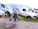 Motocross Crash ins Auto - Depp lenken musst Du halt auch!