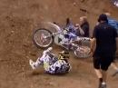 Motocross Crash und dann 'schlägt' der Streckenposten zu ...